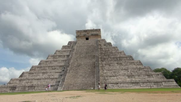 A full view of the Pyramid of Kukulkan with tourists