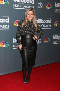 LOS ANGELES - MAY 17:  Kelly Clarkson at the 2018 Billboard Music Awards Host Photo Call at Universal Studios on May 17, 2018 in Universal City, CA