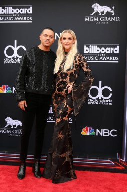 LAS VEGAS - MAY 20:  Evan Ross, Ashlee Simpson Ross at the 2018 Billboard Music Awards at MGM Grand Garden Arena on May 20, 2018 in Las Vegas, NV