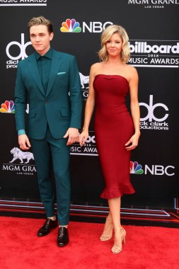 LAS VEGAS - MAY 20:  Jesse McCartney, Katie Peterson at the 2018 Billboard Music Awards at MGM Grand Garden Arena on May 20, 2018 in Las Vegas, NV
