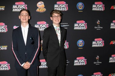 LOS ANGELES - JUN 22:  Max and Harvey, Max Mills, Harvey Mills at the 2018 Radio Disney Music Awards at the Loews Hotel on June 22, 2018 in Los Angeles, CA