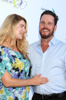 LOS ANGELES - JUL 14:  Shannon Lewis, Kevin Dillon at the 20th Annual DesignCare Gala on the Private Estate on July 14, 2018 in Malibu, CA