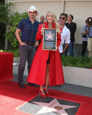 LOS ANGELES - SEP 20:  Brad Paisley, Carrie Underwood, Simon Cowell at the Carrie Underwood Star Ceremony on the Hollywood Walk of Fame on September 20, 2018 in Los Angeles, CA