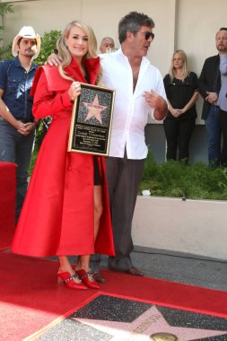 LOS ANGELES - SEP 20:  Carrie Underwood, Simon Cowell at the Carrie Underwood Star Ceremony on the Hollywood Walk of Fame on September 20, 2018 in Los Angeles, CA