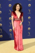 los angeles - sep 17: sandra oh bei den emmy awards 2018 im microsoft theater am september 17, 2018 in los angeles, ca