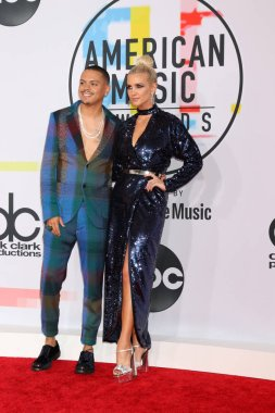 LOS ANGELES - OCT 9:  Evan Ross, Ashlee Simpson at the 2018 American Music Awards at the Microsoft Theater on October 9, 2018 in Los Angeles, CA