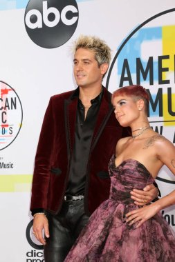 LOS ANGELES - OCT 9:  G-Eazy, Halsey at the 2018 American Music Awards at the Microsoft Theater on October 9, 2018 in Los Angeles, CA