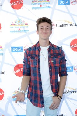 LOS ANGELES - NOV 18:  Luke Mullen at the UCLA Childrens Hospital