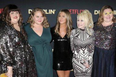 LOS ANGELES - DEC 6:  Julie Murphy, Danielle Macdonald, Jennifer Aniston, Dolly Parton, Guest at the