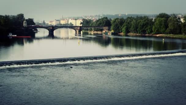 Praha, Česká republika, 25. května 2015: krásný pohled z řeky Vltavy v Praze.
