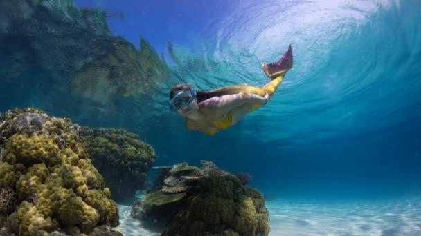Žena v vílu ponory v laguně, animovaný ještě Foto