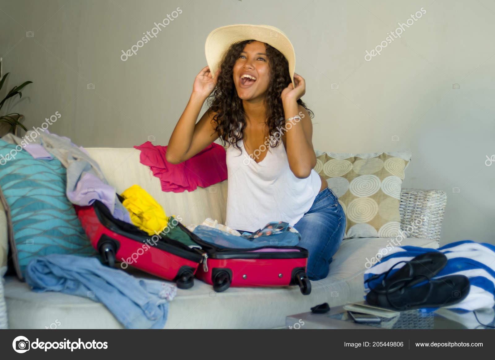 Atractiva Loco Feliz Negro Afro Americano Joven Sombrero Verano Playa —  Fotos de Stock 27c86257268