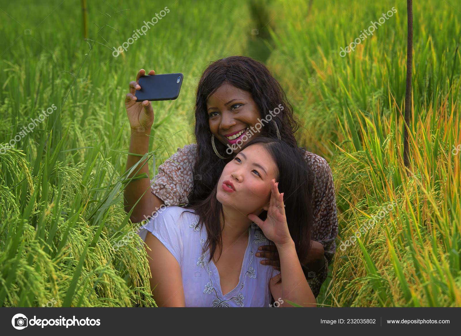 Громадные девушки на каникулах в деревне соседа эротика
