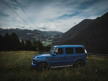 Great adventure in the dolomites with a G500 where we stopped in the nature. Dolomites and the G Class in the background.