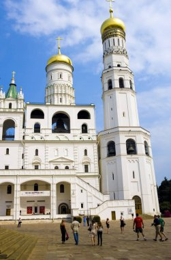 the golden-domed cathedral of christ the savior in moscow