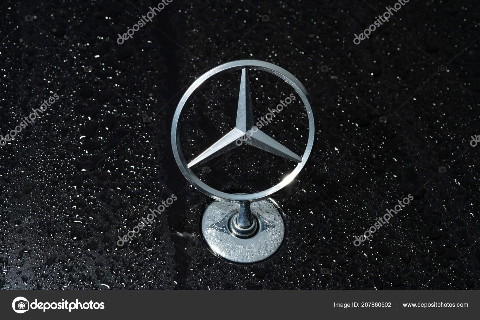 Vladivostok Russia August 2018 Symbol Mercedes Benz Installed Hood