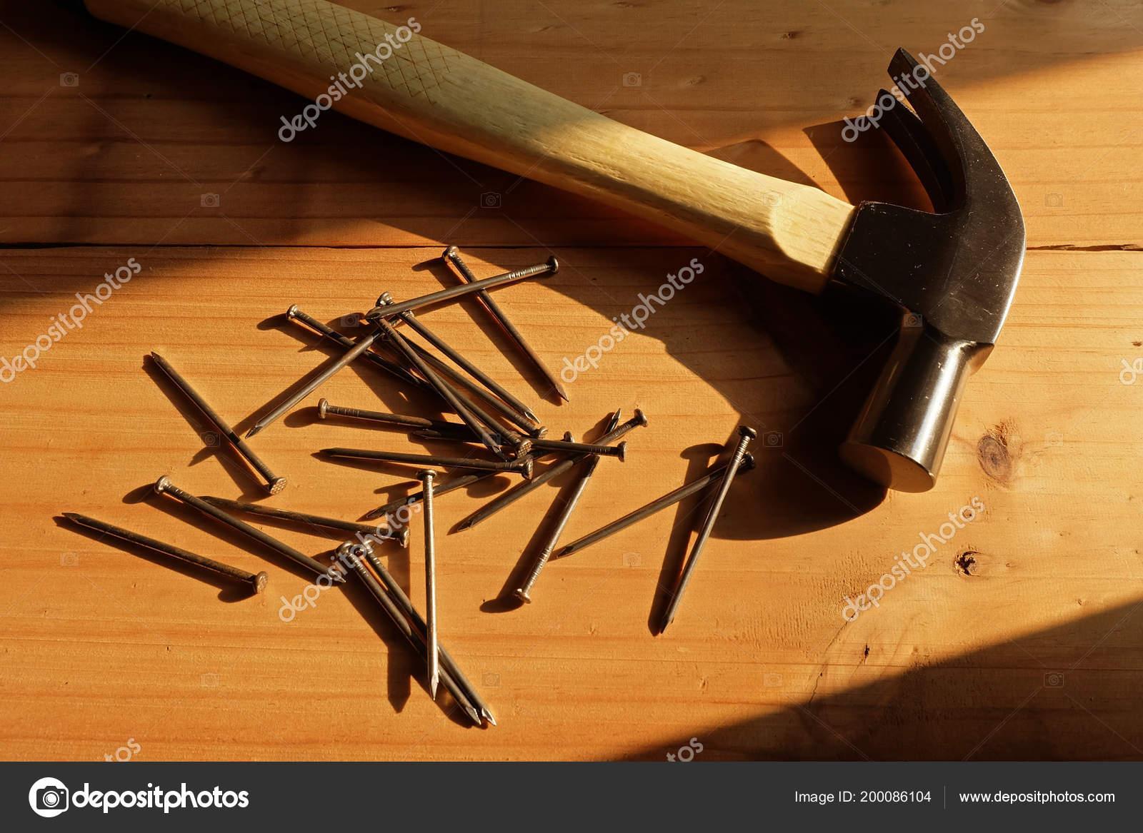 Hammer Nail Wood Warm Light Stockfoto Damrong8899 200086104