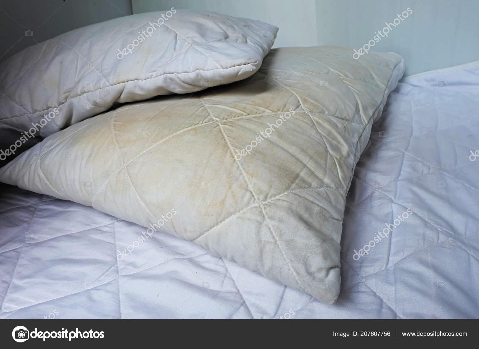 Dirty Pillow White Bed Stokovoe Foto C Damrong8899 207607756