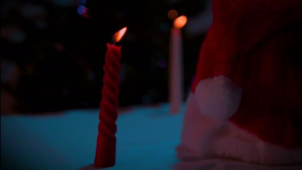 Vánoční dekorace s darem a svíčka záběry kolekce
