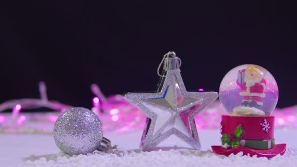 Záběry ze sněhové koule, hvězda a míč Vánoční kolekce
