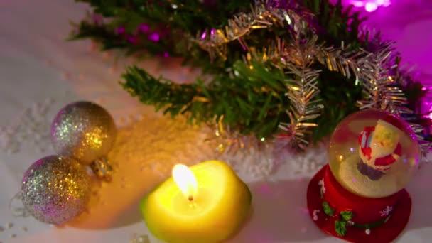 Animace ze svíček s sněhová koule a koule Vánoční kolekce