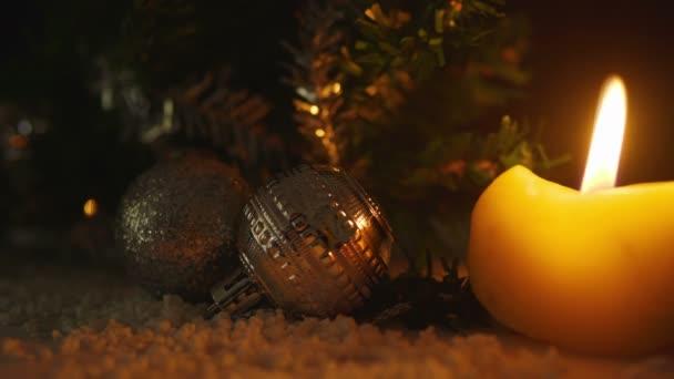 Animation der Kerzen brennen mit Kugeln Weihnachten. Merry Christmas collection