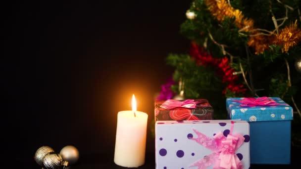 Záběry z vánoční strom a vánoční ornament s lampou zajiskřilo. Veselé Chirstmas kolekce