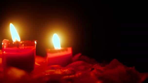 Kerze brennen Filmmaterial für feiern Valentinstag mit Blumen Blüten Kollektion