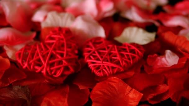 S pozdravem Valentine záběry dekorace srdce a sbírku růží