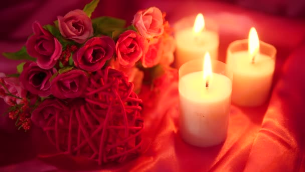 Aufnahmen von dating-romantisch mit Blumen und Kerzen brennen. Valentine Day Kollektion