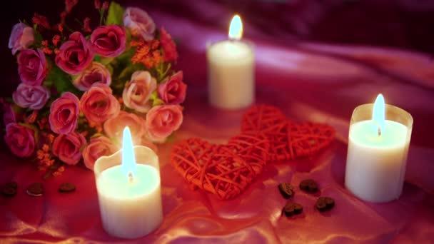Datierung Valentinstag mit Dekoration Blume und Kerzenbrennen Filmsammlung
