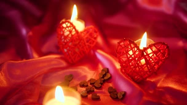 Aufnahmen von Dekoration Valentinstag mit Blumen und Kerzen brennen Sammlung