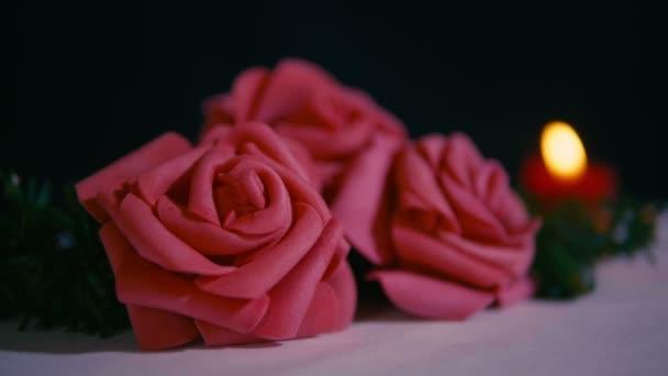Růžová růže s svíčku, hořící záběry na ozdobu Valentýnská kolekce