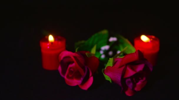Rote Rosen und Kerze brennt für Filmmaterial Gruß Valentine Day Kollektion