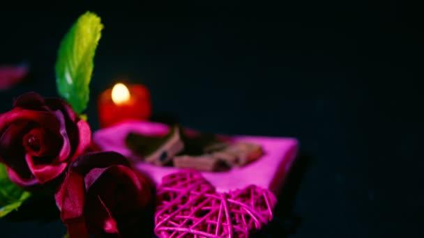 Aufnahmen von Rose, Kerze, Schokolade und Dekoration Valentinstag Kollektion