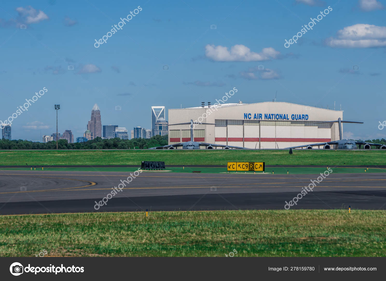 Scenes from charlotte north carolina airport – Stock