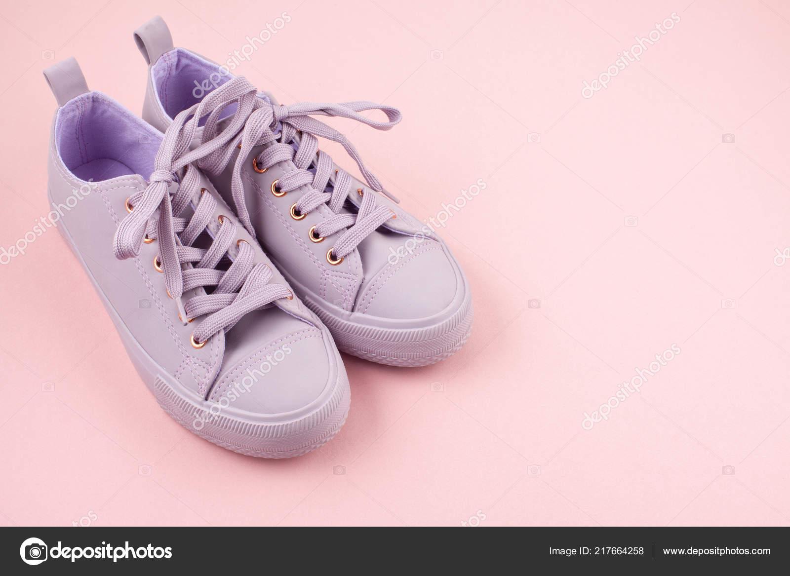 differently 31f18 4118f Mode Blog Oder Magazin Konzept Rosa Weibliche Sneaker ...