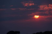 Nádherný západ slunce v oblacích, Sicílii, Itálii, Evropě