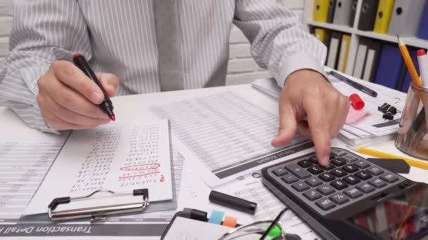 Business analysis and accounting concept - businessman working with document, sešit, using calculator, tablet pc. Zavření kancelářského stolu.