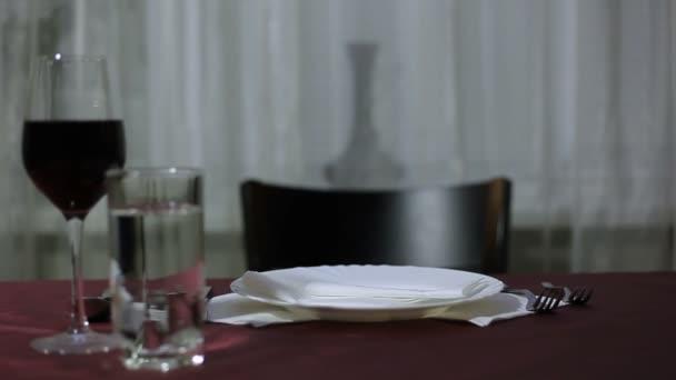 Talíř těstovin na stůl