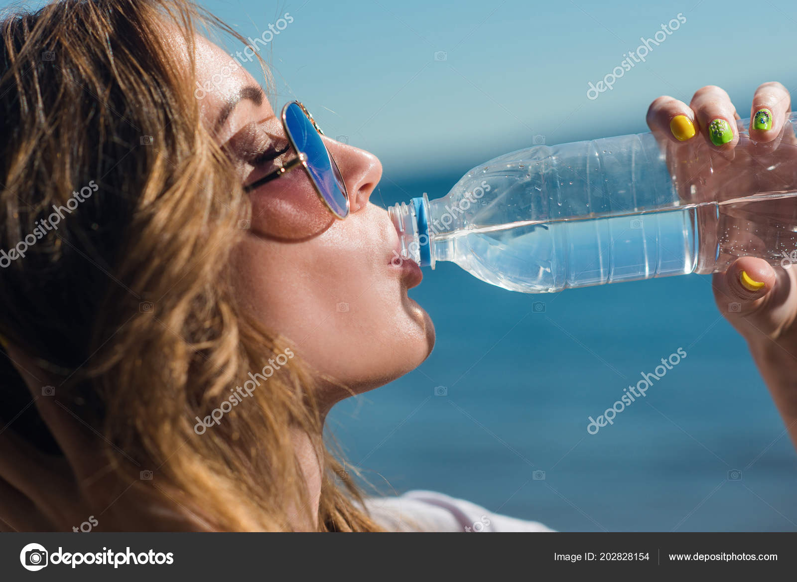 Разрыв анала бутылка, Разорвал анал в клочья, так жестко ебал в жопу 23 фотография