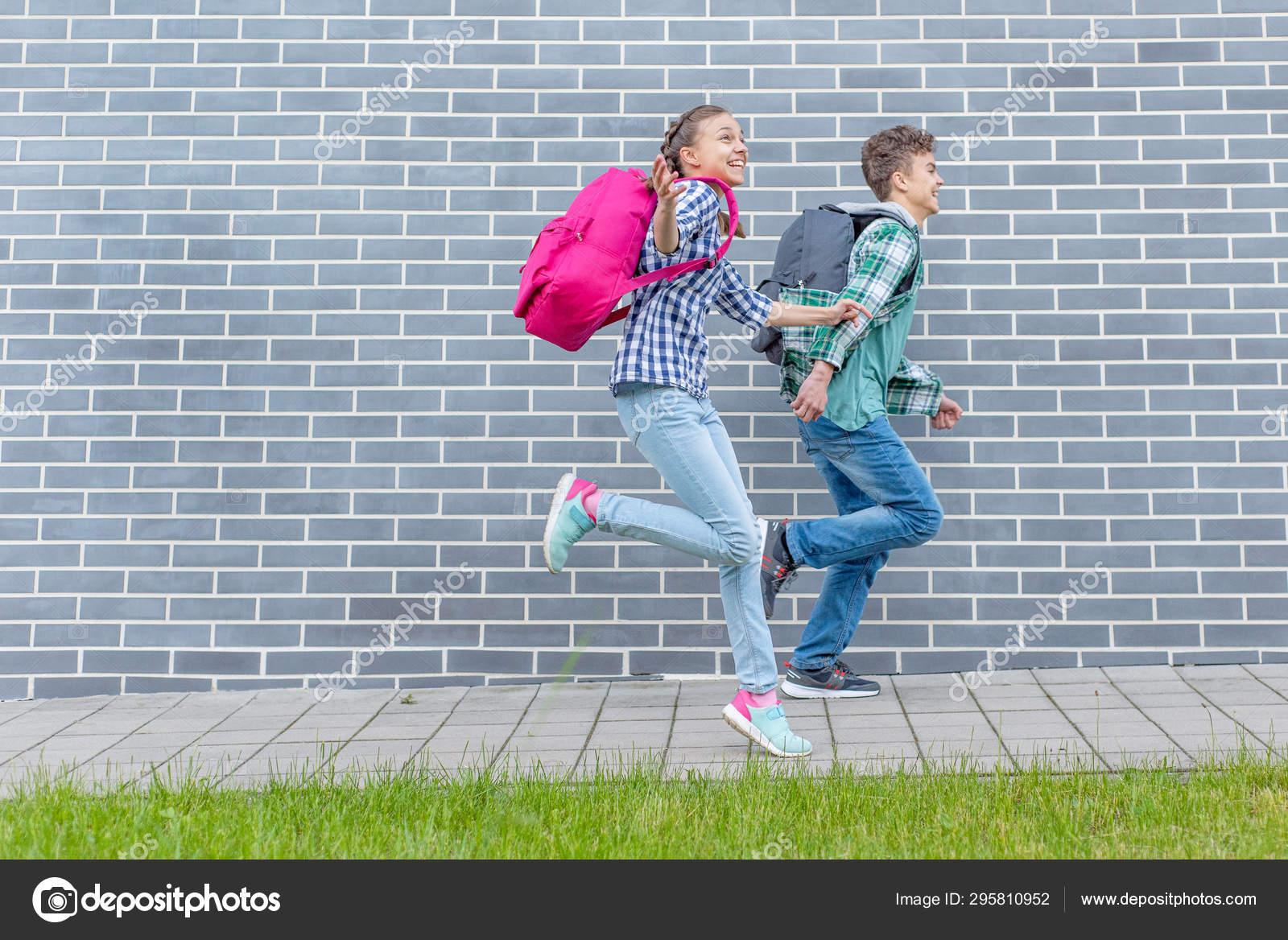 junge teen girls mit jungen boys