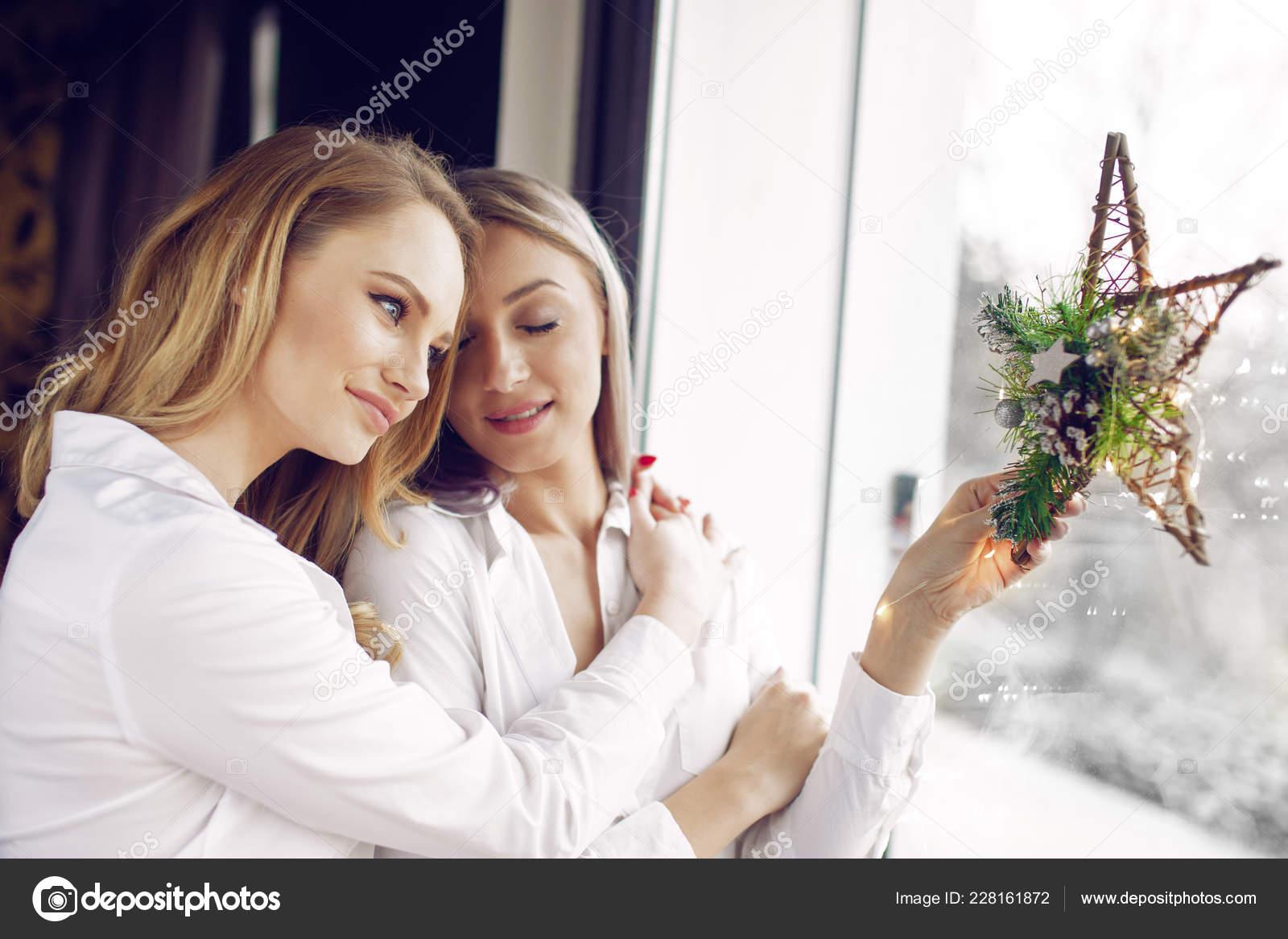 Piss lesbi close fuckd