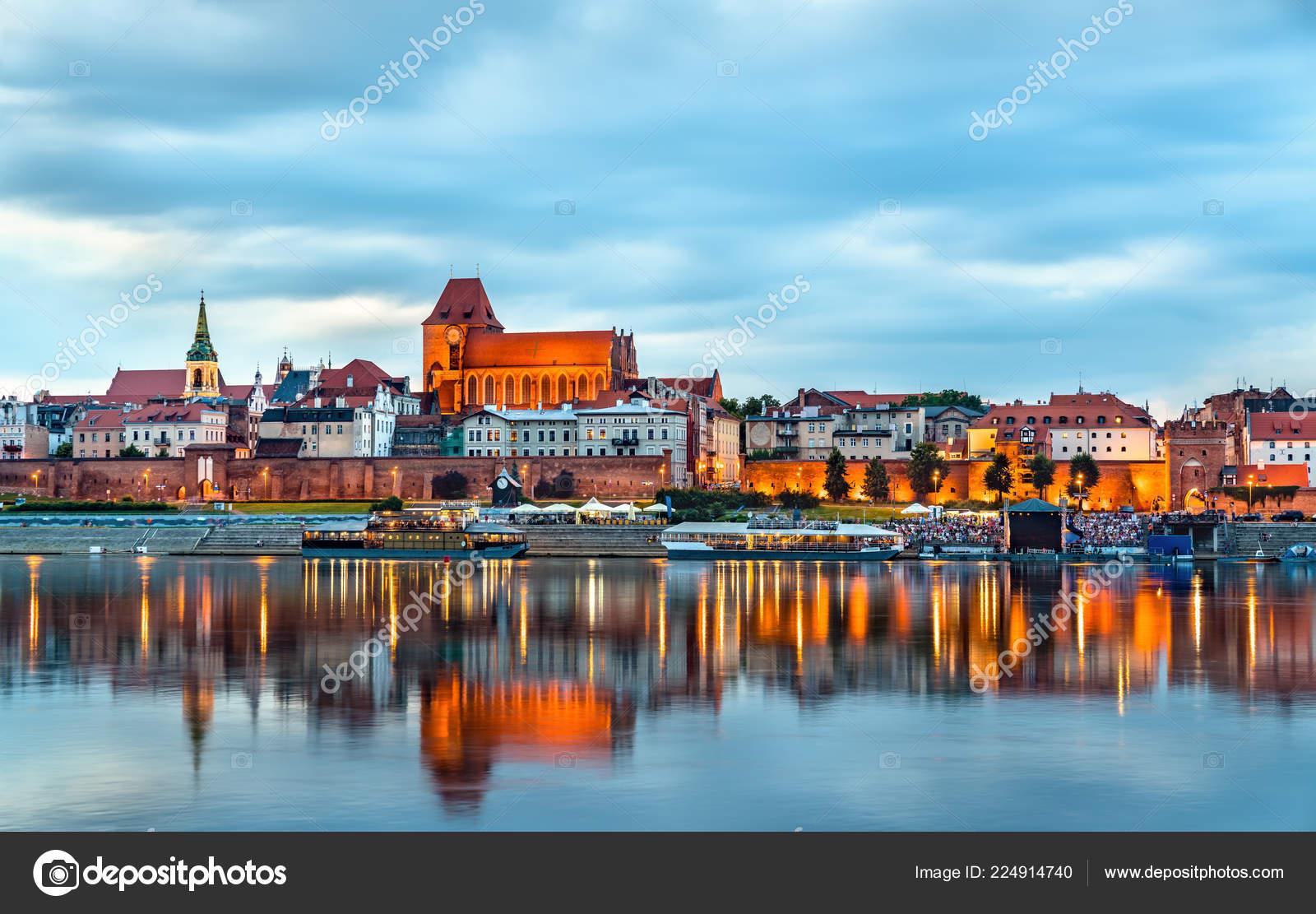 Skyline der Altstadt von Torun in Polen — Redaktionelles