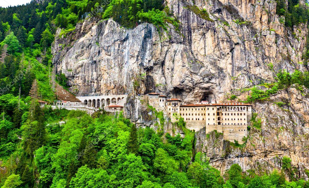 https://st4.depositphotos.com/1723045/27644/i/950/depositphotos_276440080-stock-photo-sumela-monastery-in-trabzon-province.jpg
