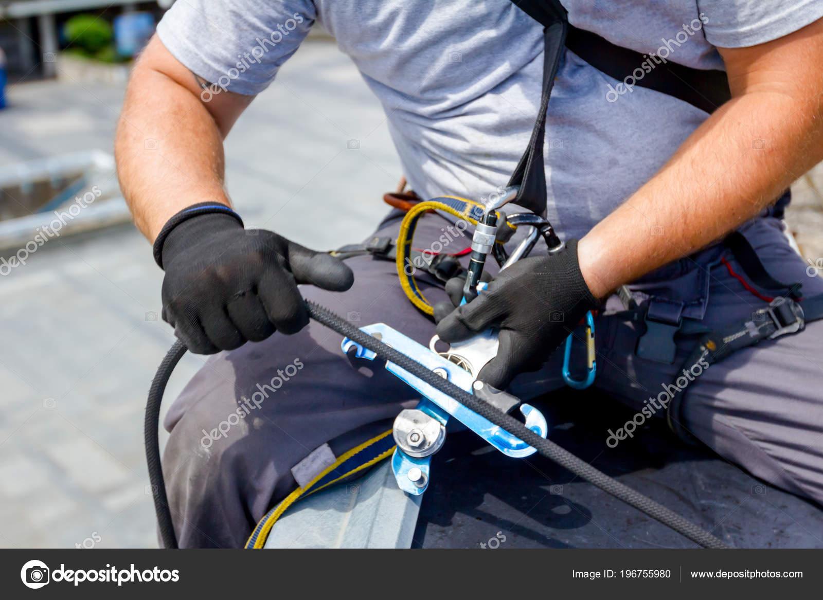 Kletterausrüstung Industrie : Industriekletterer alpinist kletterausrüstung vorbereitung