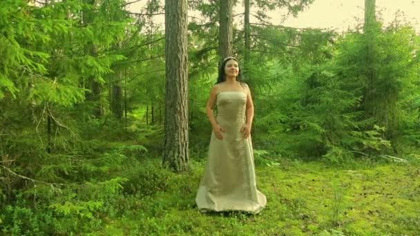 Egy nő a képen egy erdő tündér az erdő-tisztás