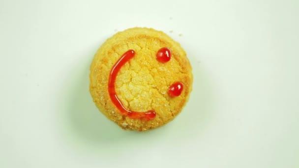 Soubory cookie s funny emotikonu narýsované čenich emoce radosti. Pohyb v kruhu. Ručně vyrobené.