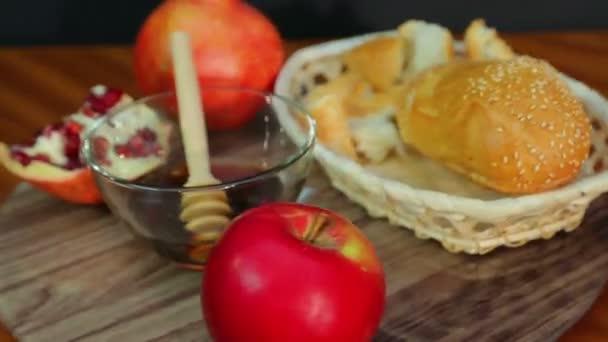 Kezeli a Rosh Anshan gránátalma, méz és Barchesz egy forgó edényt