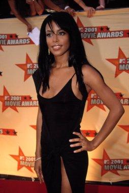 Aaliyah at the MTV Movie Awards, 6/5/2001